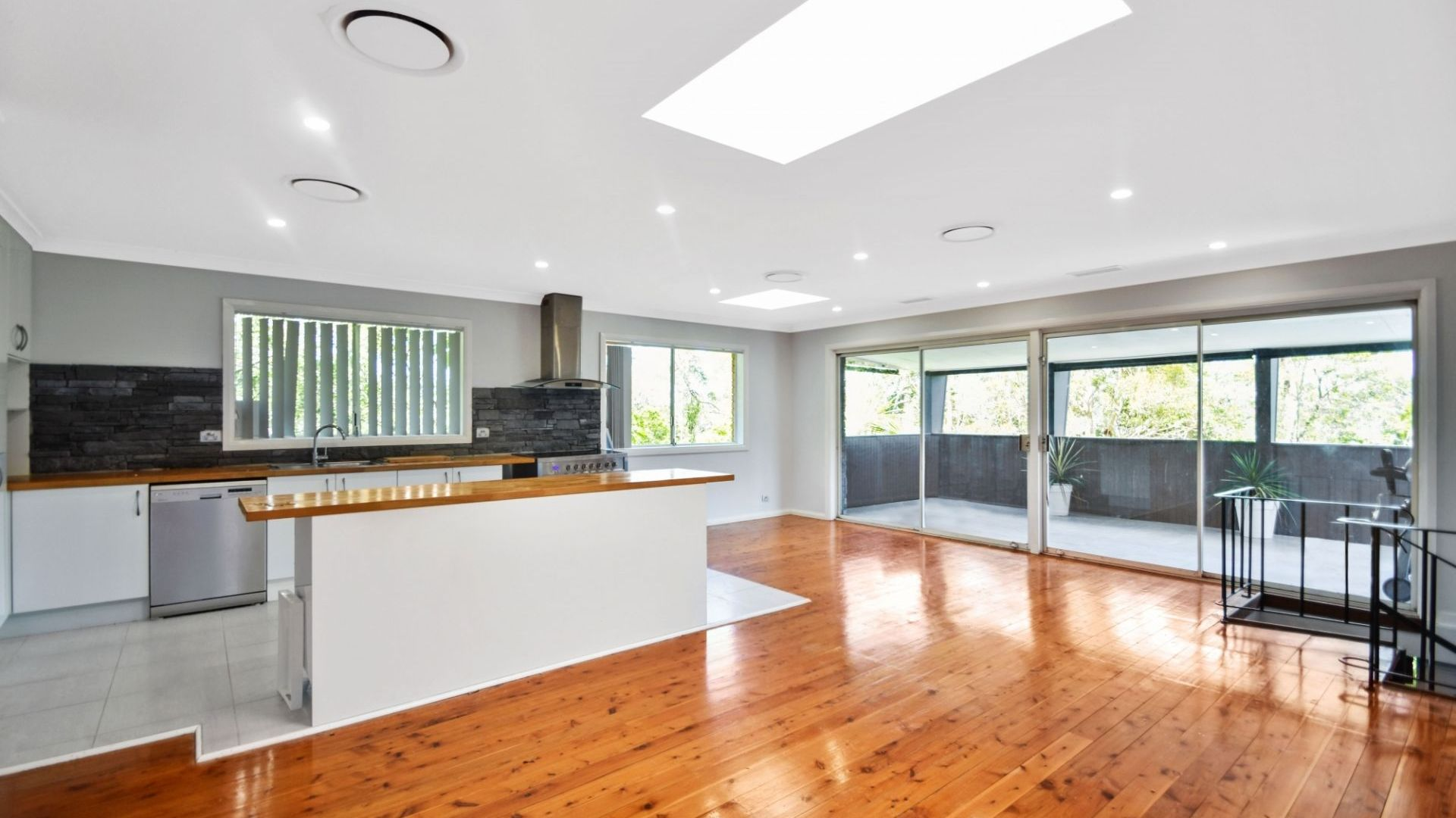 10 Pixie Avenue, Green Point NSW 2251, Image 1