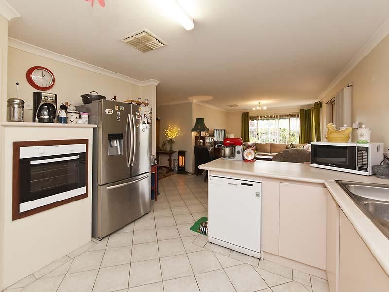 16 Nightingale Way, Warnbro WA 6169, Image 1