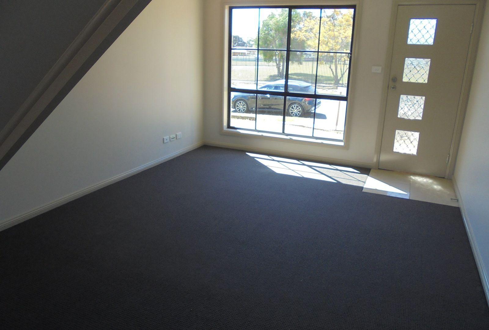 Unit 3/28 Noumea St, Lethbridge Park NSW 2770, Image 2