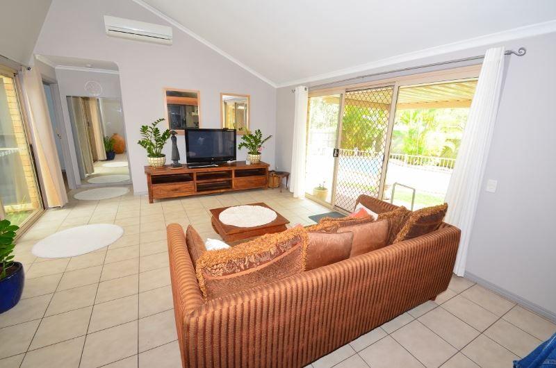 63 Parkwood Blvd, Parkwood QLD 4214, Image 2