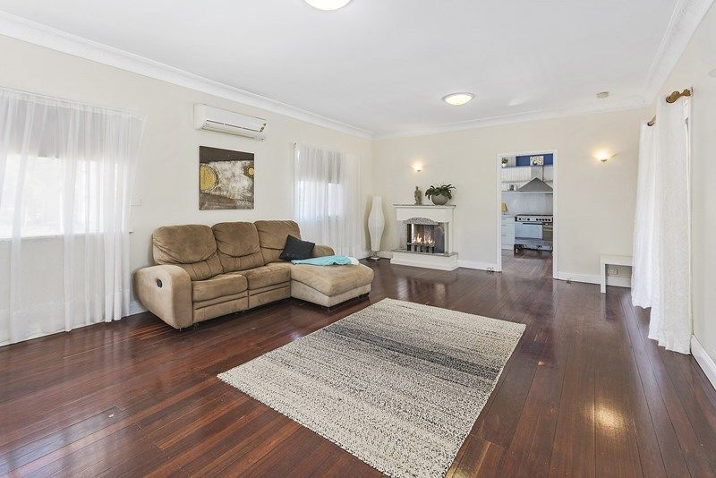 6 Rosella Ave, Regency Downs QLD 4341, Image 2