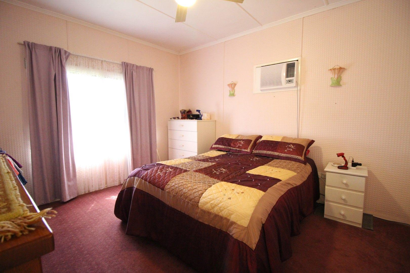 71 Hackett Terrace, Richmond Hill QLD 4820, Image 2