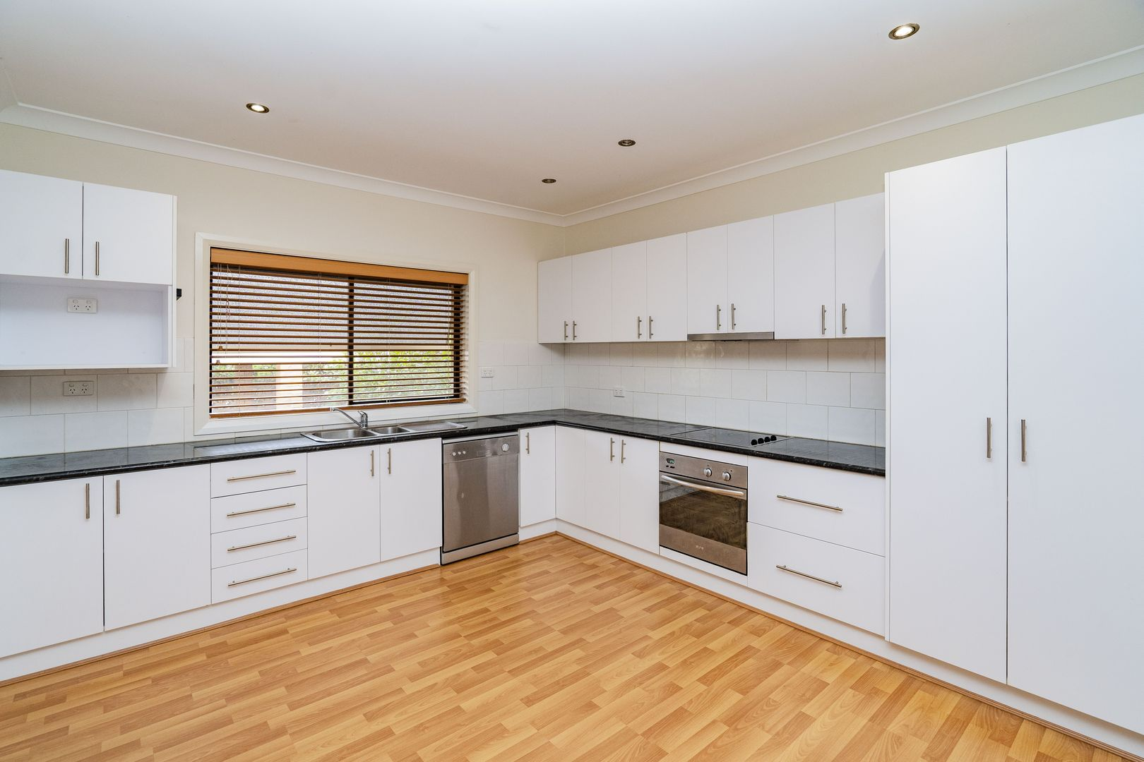 15 Larmer  Street, Narrandera NSW 2700, Image 2