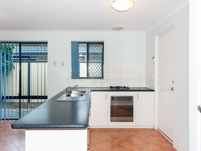 5 Spoonbill Place, Queens Park WA 6107, Image 1