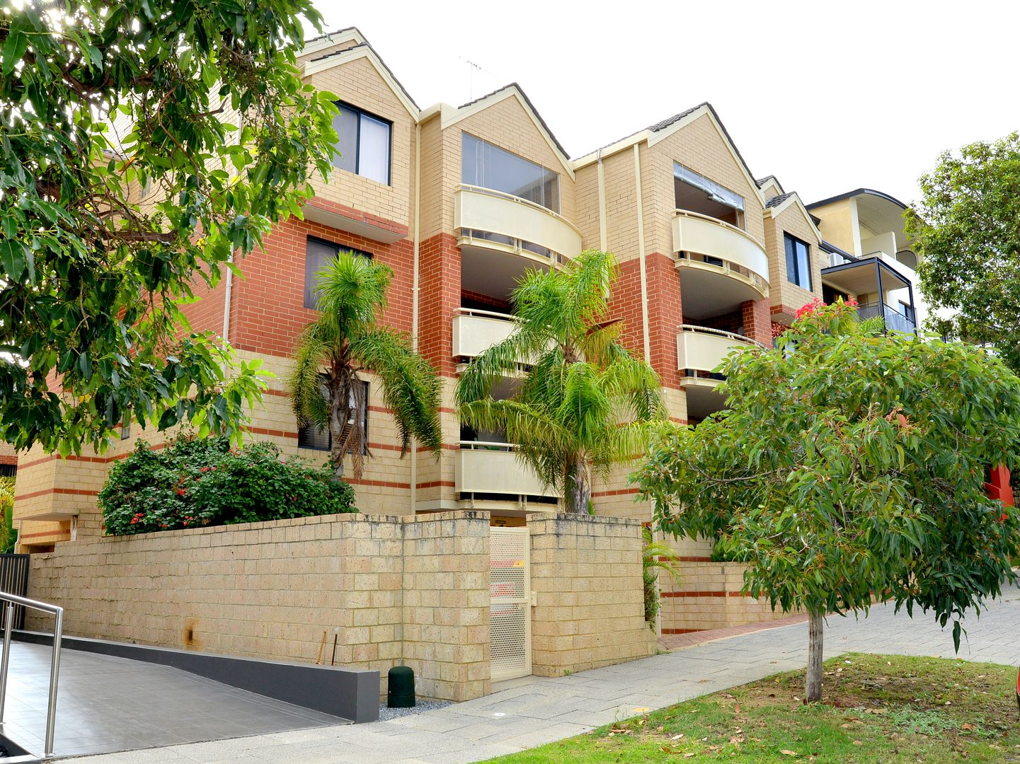 10/30 Bronte Street, East Perth WA 6004, Image 2