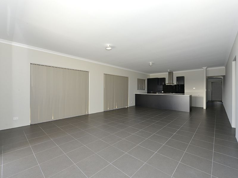 4 bedrooms House in 207 Grandis Bvd BANKSIA GROVE WA, 6031