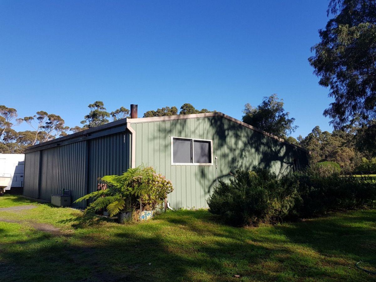 15 Robinson Road, Mount Elphinstone WA 6330, Image 2