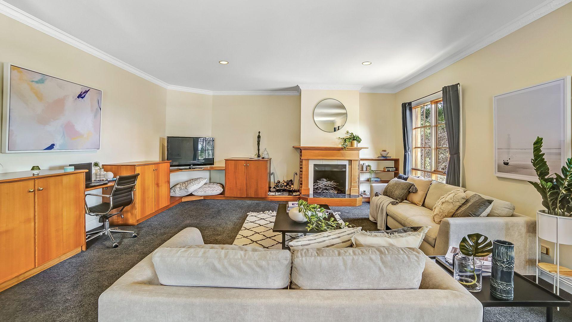 17 Broughton Avenue, Mount Nelson TAS 7007, Image 2