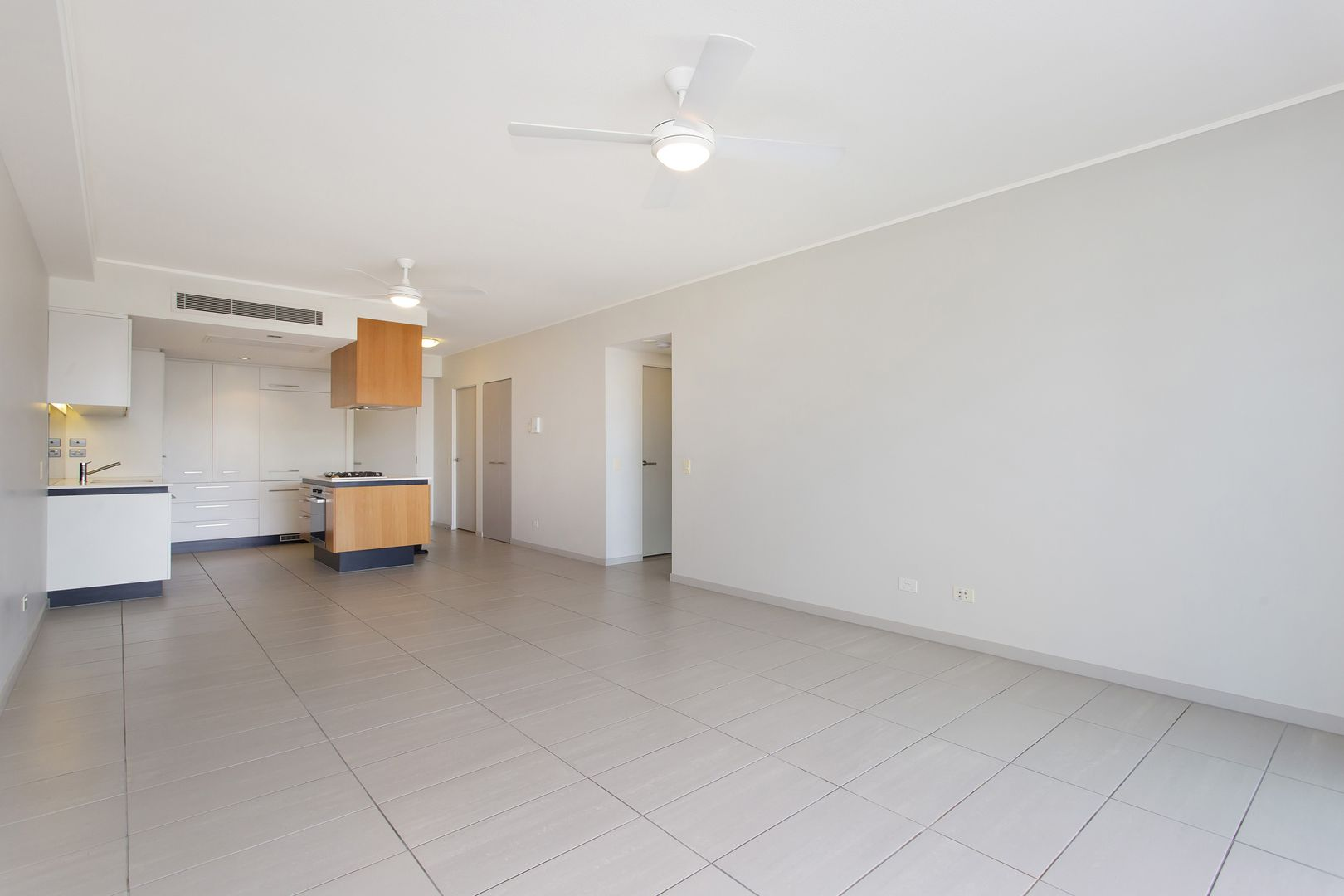 1206/6 Mariners Drive, Townsville City QLD 4810, Image 2