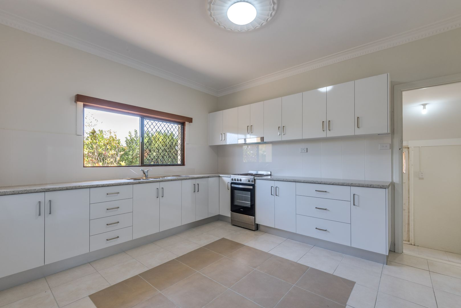 42 Vasey Street, Avenell Heights QLD 4670, Image 2