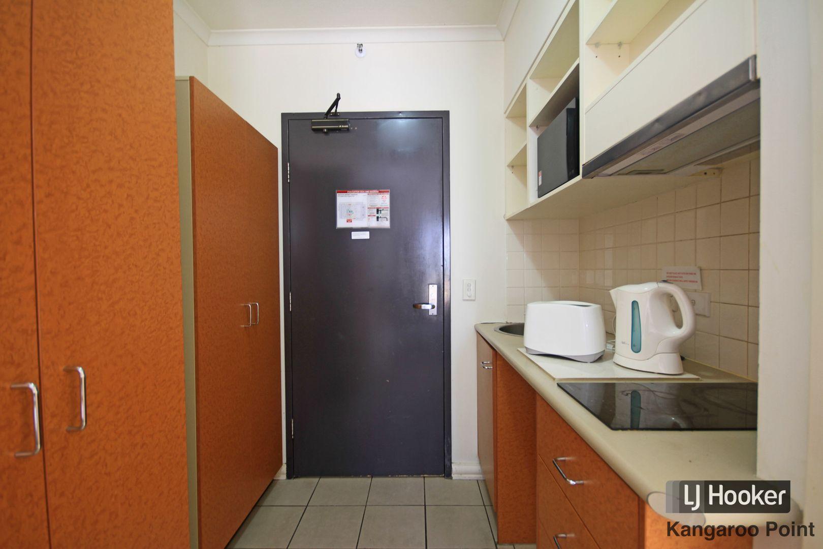 402/188 Shafston Avenue, Kangaroo Point QLD 4169, Image 2
