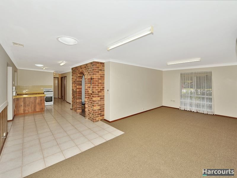 11 Blythwood Street, Dudley Park WA 6210, Image 2