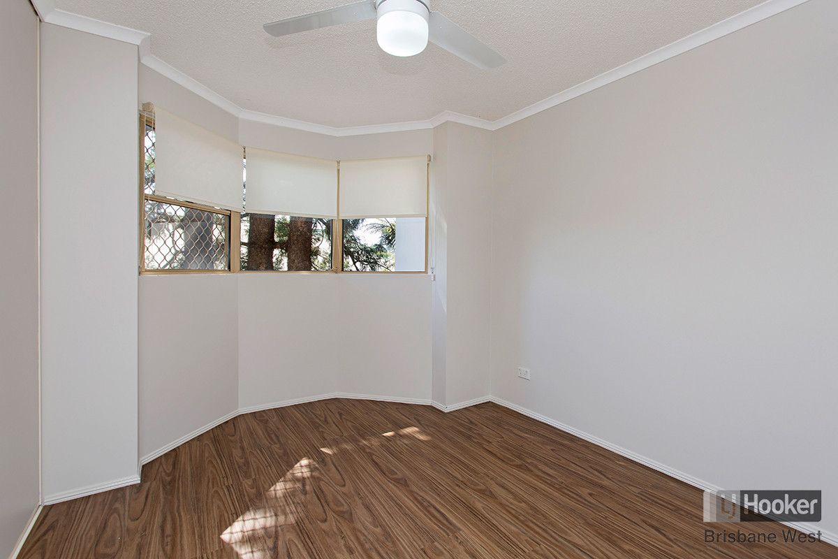 2/15 Clarence Road, Indooroopilly QLD 4068, Image 1