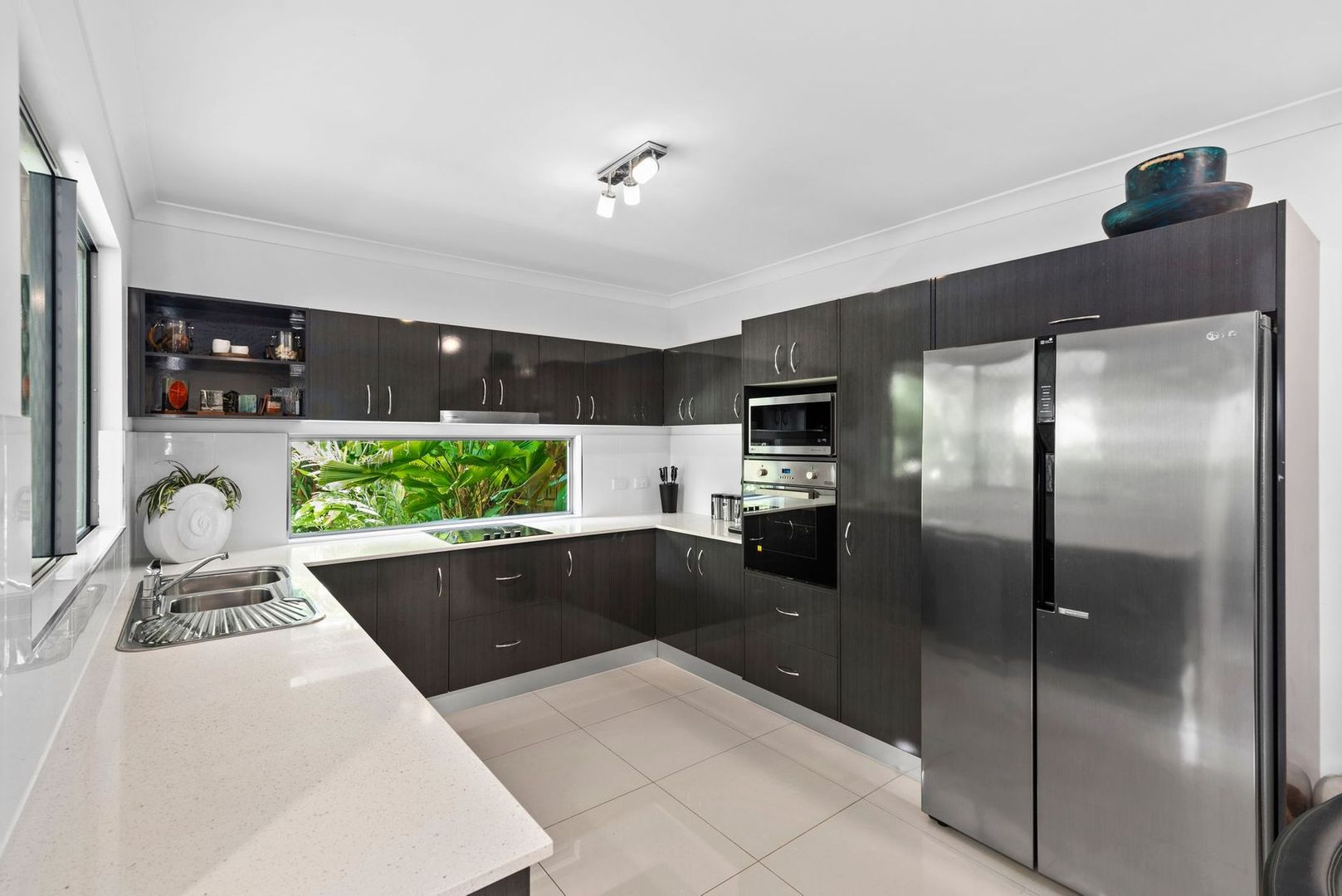 2/165 Greenslopes Street, Edge Hill QLD 4870, Image 1