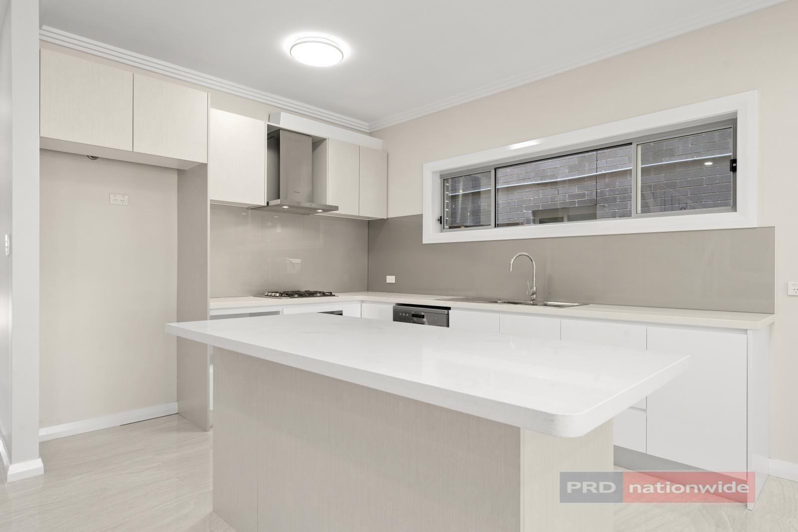 5 Singleton Avenue, East Hills NSW 2213, Image 2