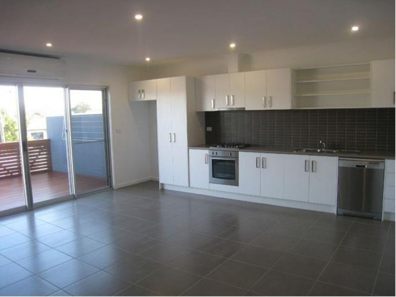 2/150 Middle Street, Hadfield VIC 3046, Image 0