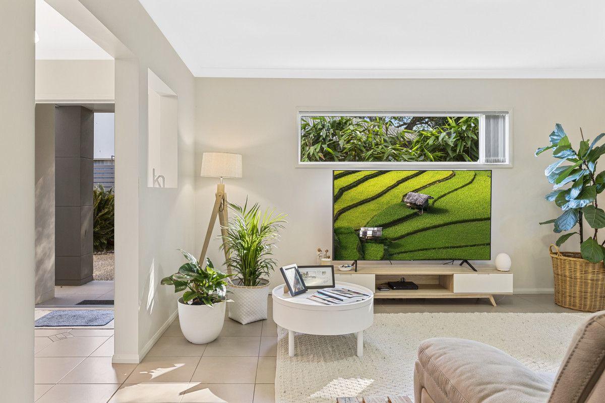 2/1 Barry Street, Mount Lofty QLD 4350, Image 0