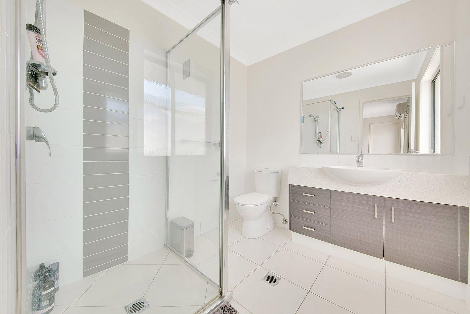 15 Isla Court, New Auckland QLD 4680, Image 2