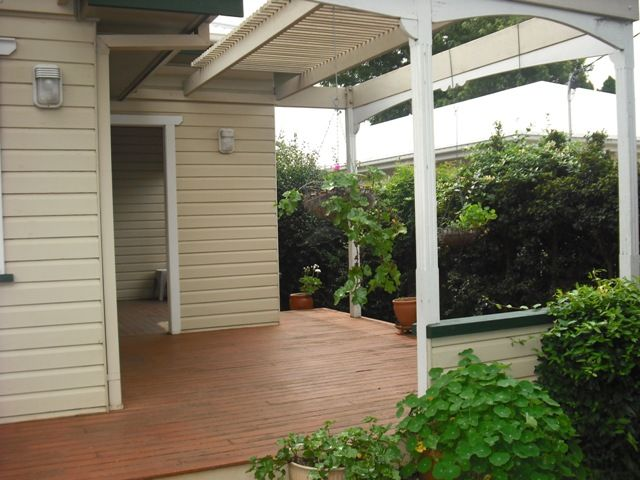 11 Simla Street, Mount Lofty QLD 4350, Image 1