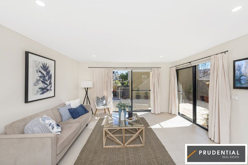 35 Parkside Cres, Campbelltown NSW 2560, Image 2