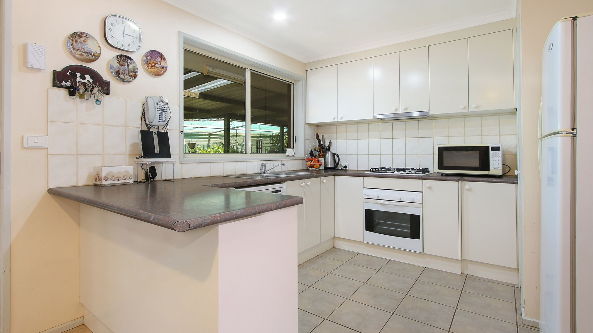 6 Campbell Court, Burrumbuttock NSW 2642, Image 2