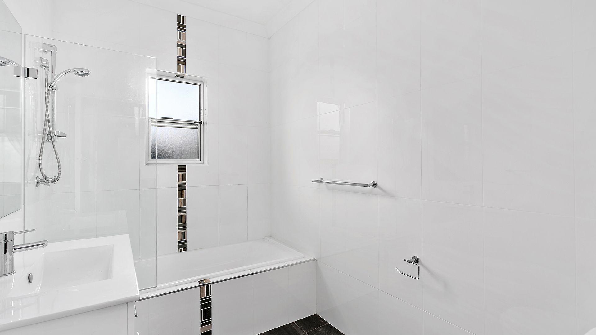 92 Fisher Street, Oak Flats NSW 2529, Image 2