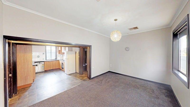 73 Regent St, Junee NSW 2663, Image 2
