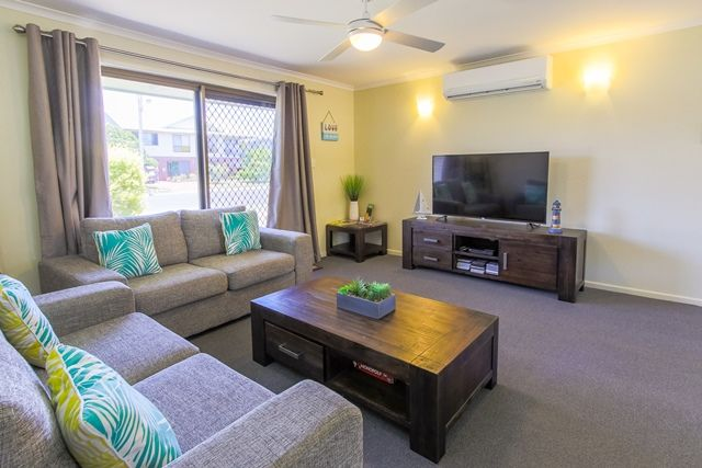 76 Hibiscus Street, Urangan QLD 4655, Image 2