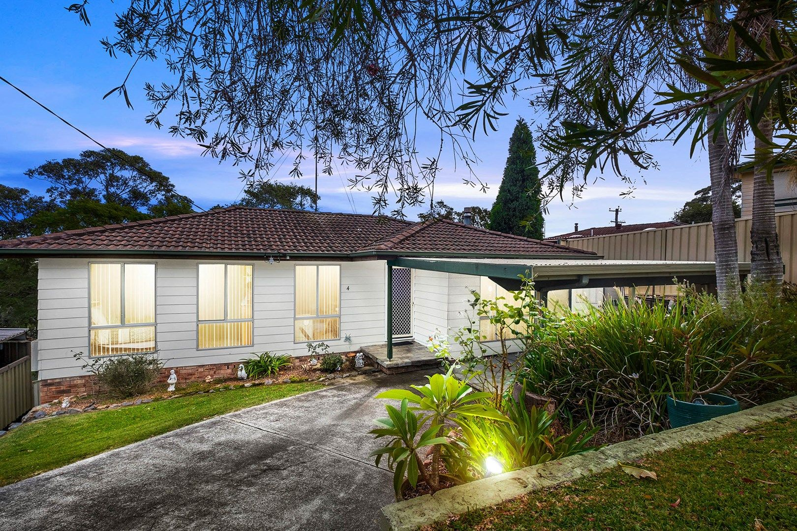 4 Amsdale  Avenue, Macquarie Hills NSW 2285, Image 0