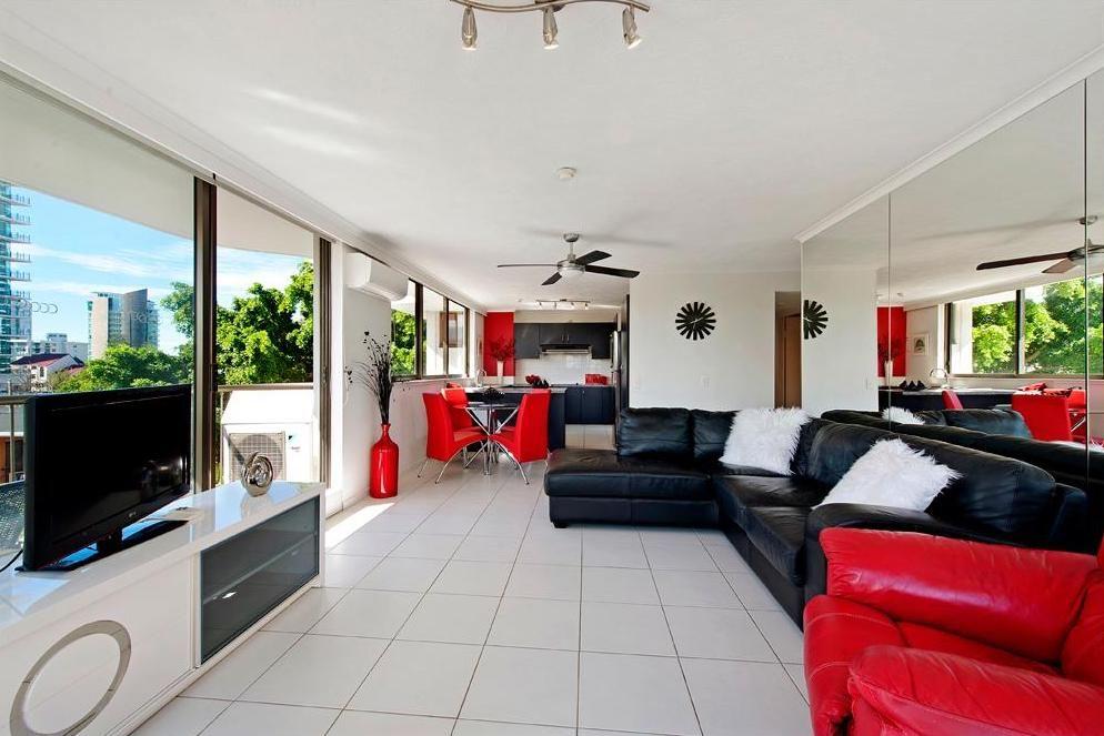 43 Enderley Avenue, Surfers Paradise QLD 4217, Image 2