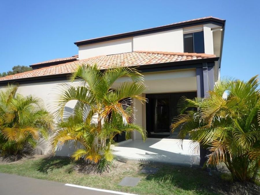 2/2 Barnstaple Street, Torquay QLD 4655, Image 2