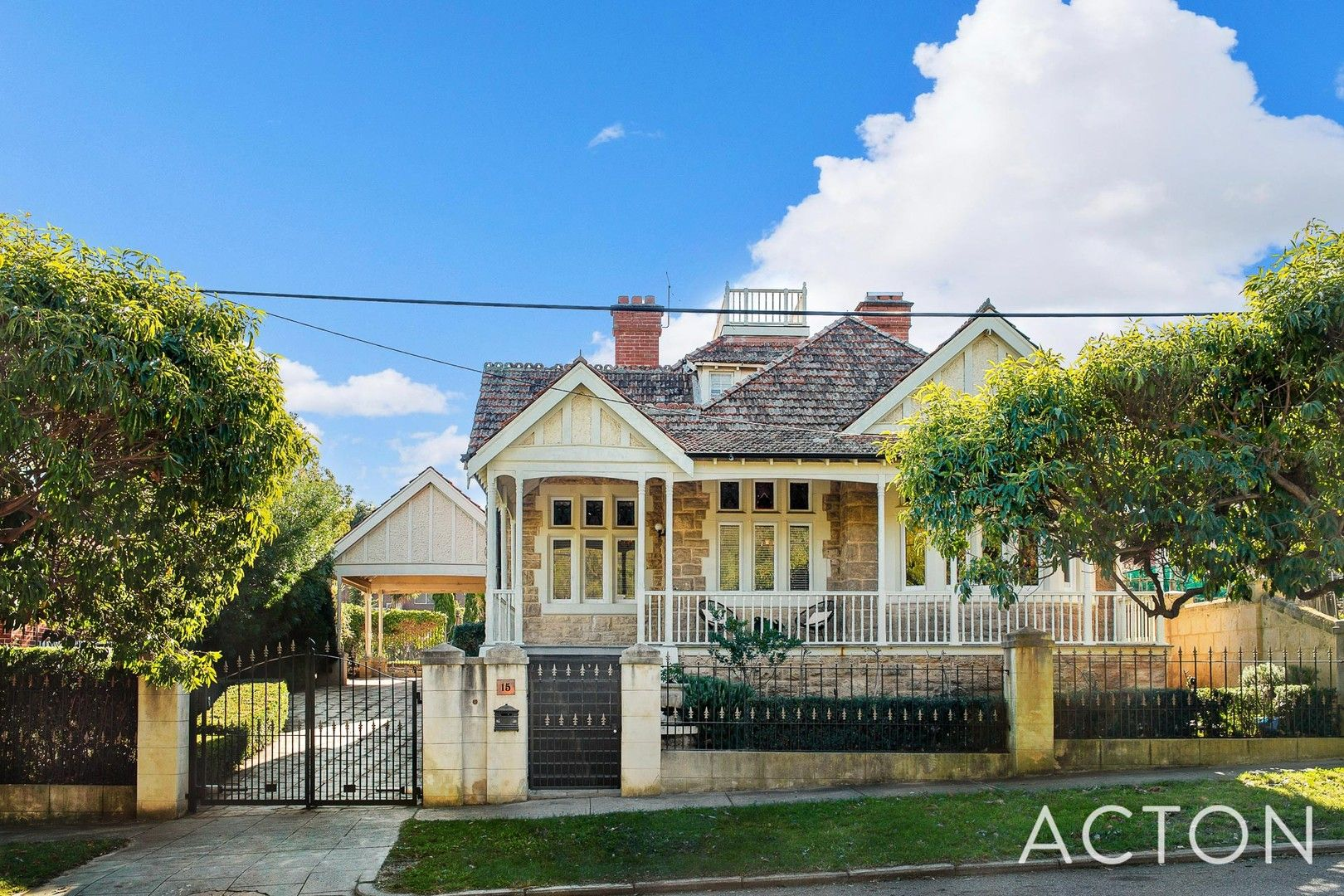5 bedrooms House in 15 Throssell Street PERTH WA, 6000