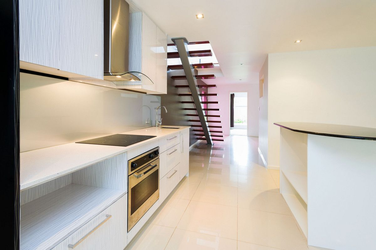 16 Ashbourne Terrace, Biggera Waters QLD 4216, Image 2