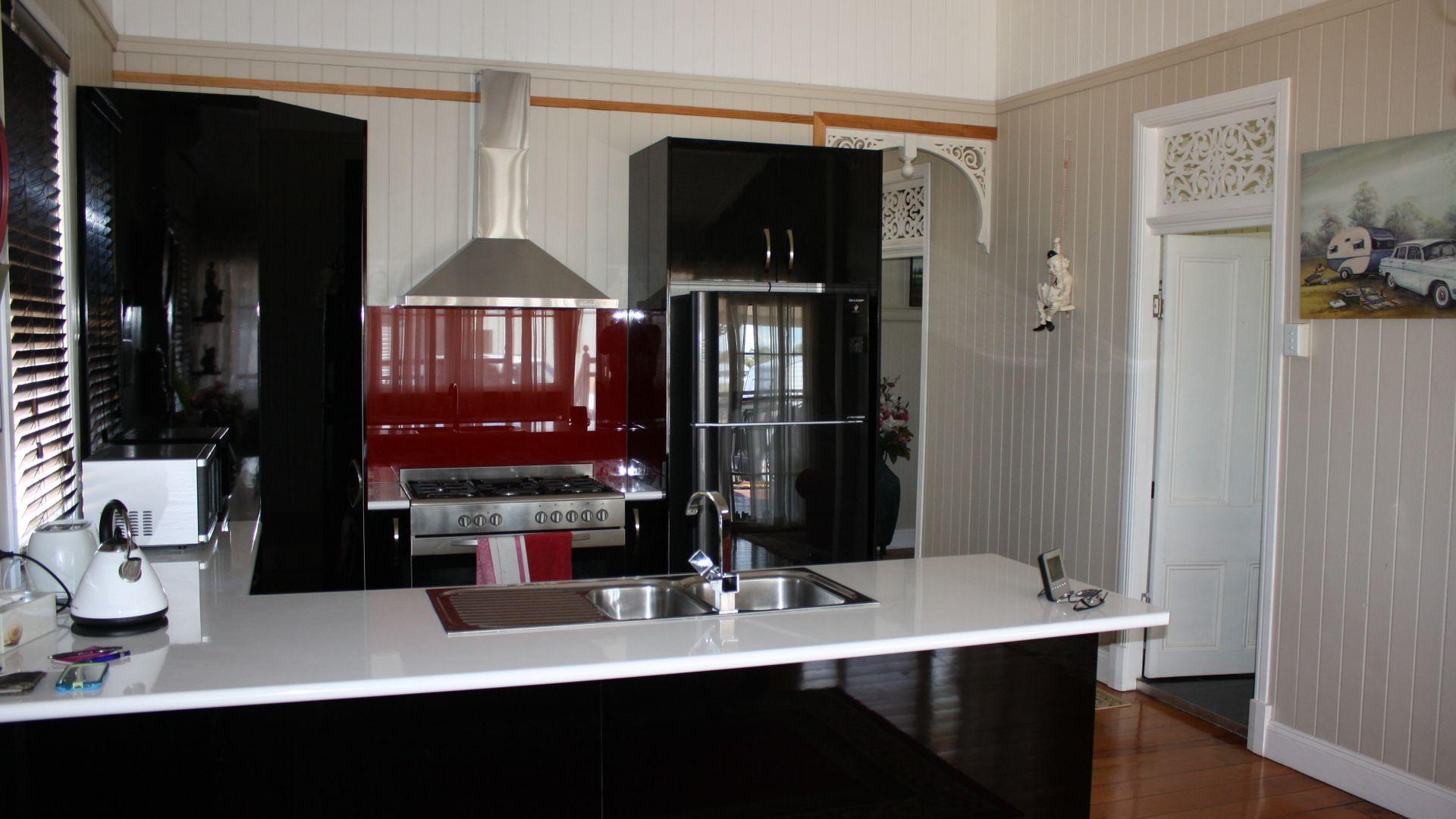 98 Goomburra St, Hendon QLD 4362, Image 1