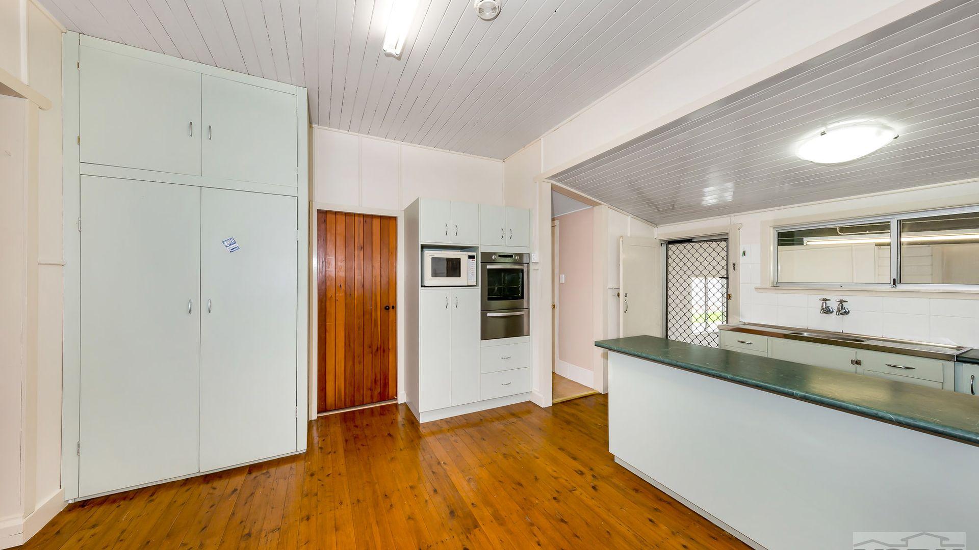 34 Matthews Street, Harristown QLD 4350, Image 1