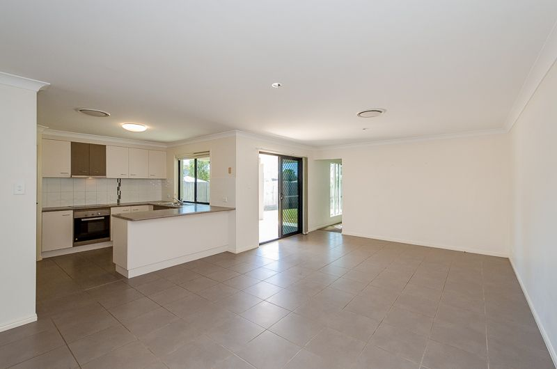 12 Takoko Place, Kirkwood QLD 4680, Image 2