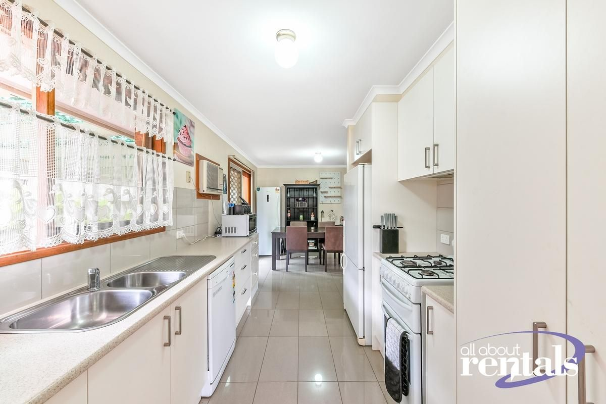 39 Cameron Way, Pakenham VIC 3810, Image 2