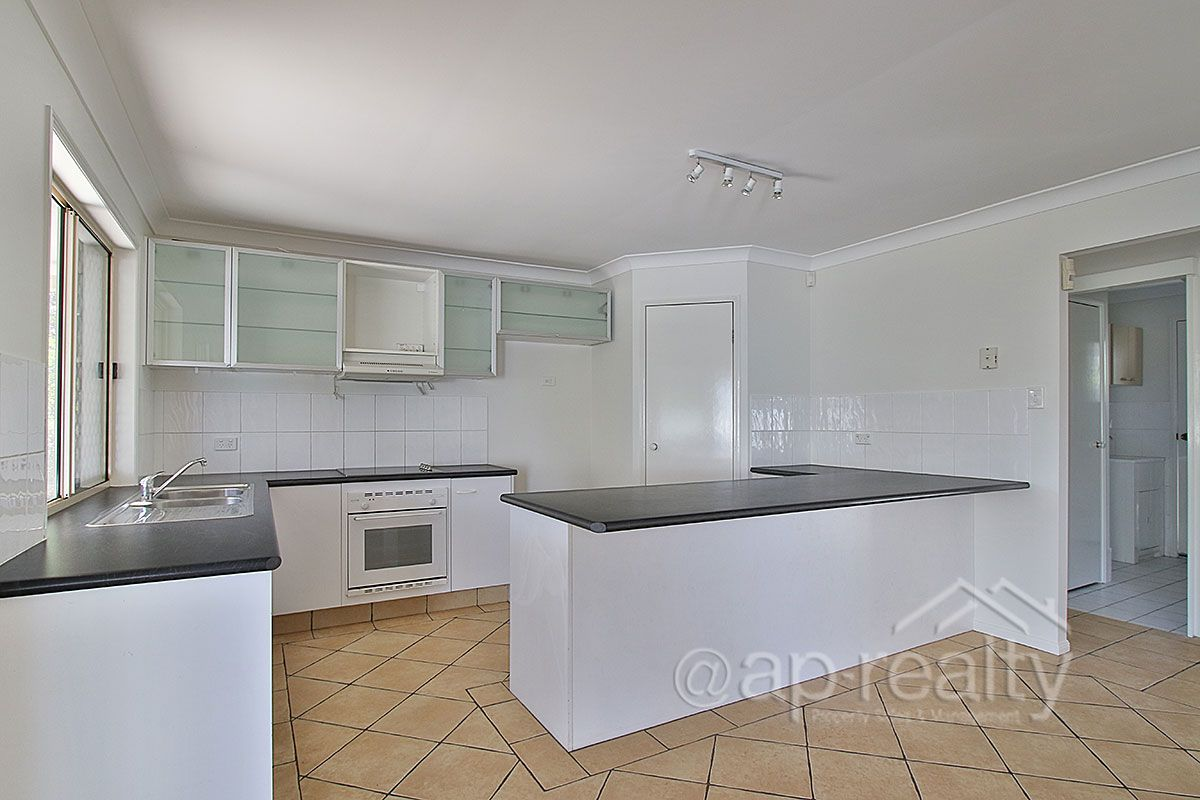 55 Clarendon Circuit, Forest Lake QLD 4078, Image 2