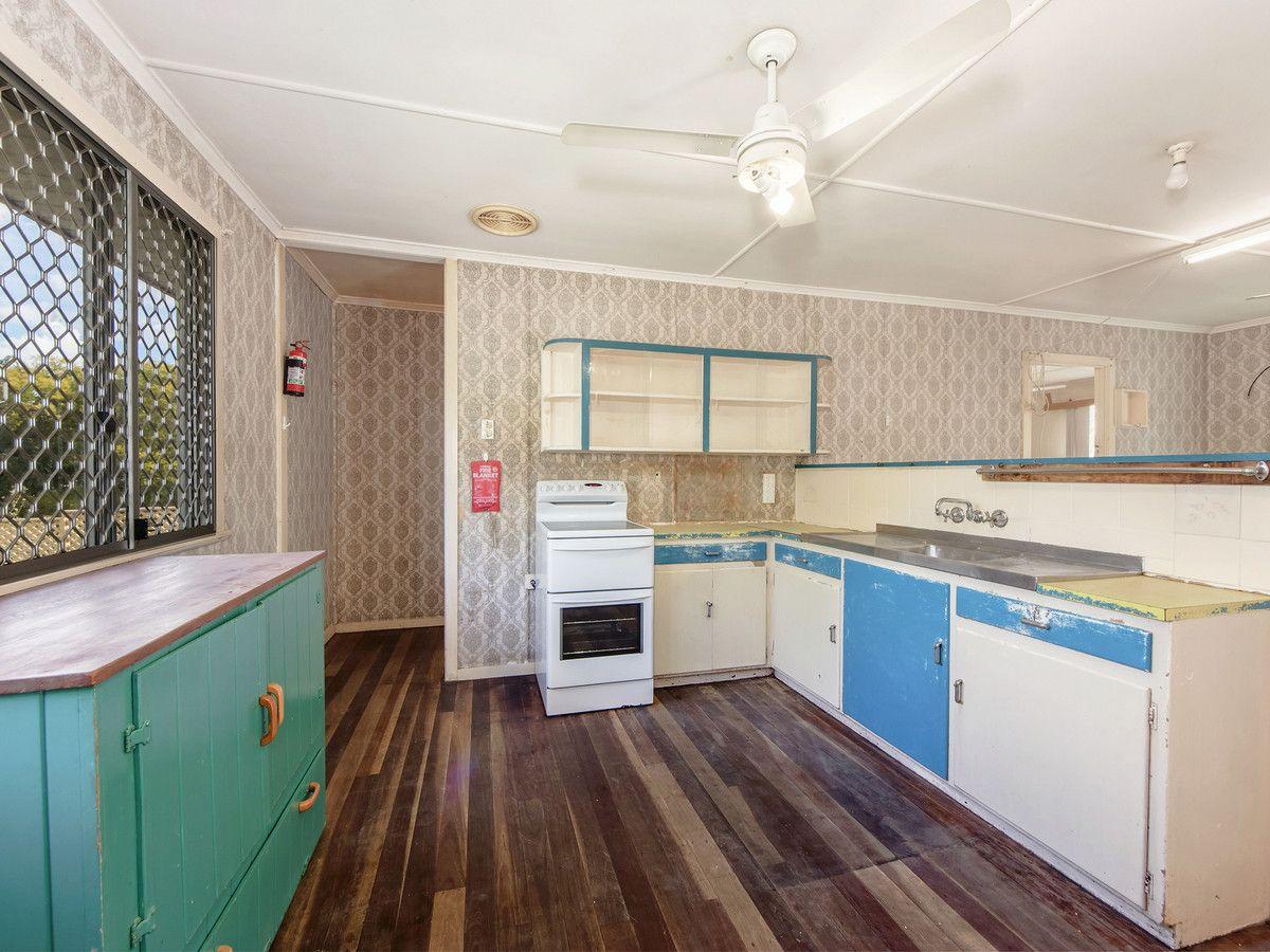 7 Morris Street, Silkstone QLD 4304, Image 2