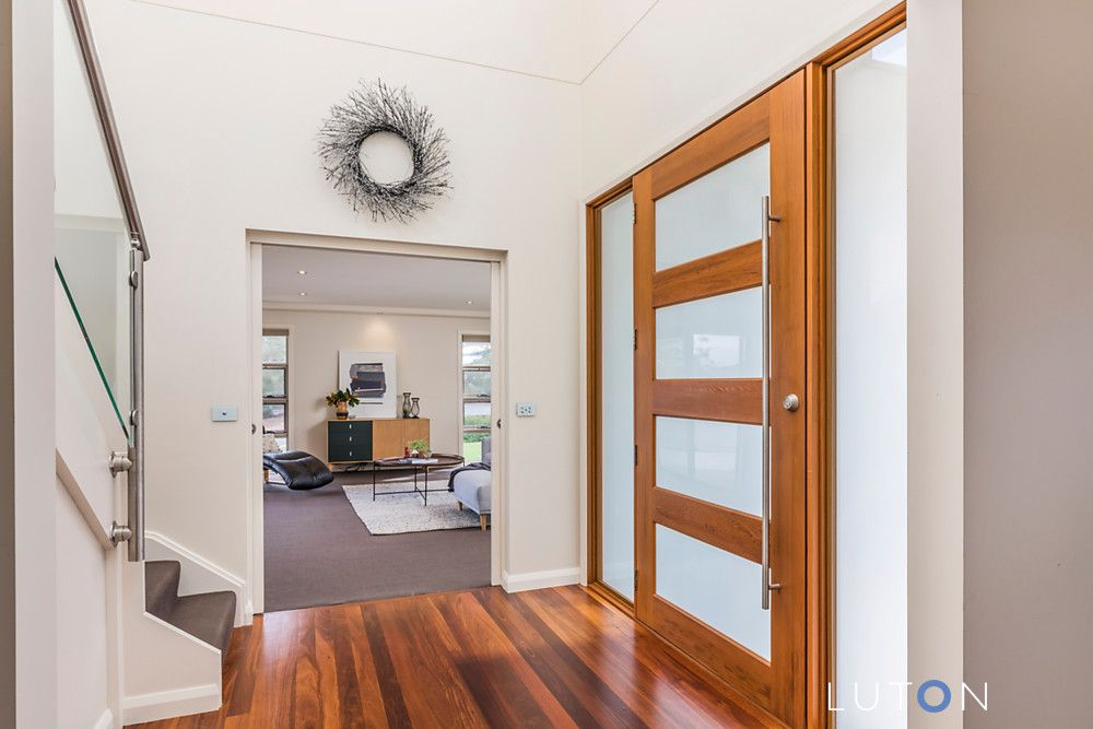 18 Hawkesbury Crescent, Farrer ACT 2607, Image 2