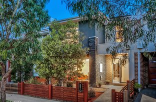 Picture of 8 Swanview Walk, Point Cook VIC 3030