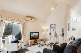 Picture of 8 Normanton Place, Berwick VIC 3806