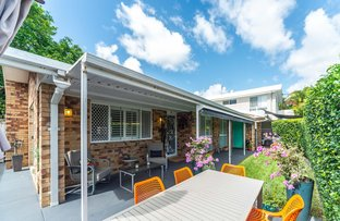 Picture of 1/5 Rosalind Avenue, Paradise Point QLD 4216