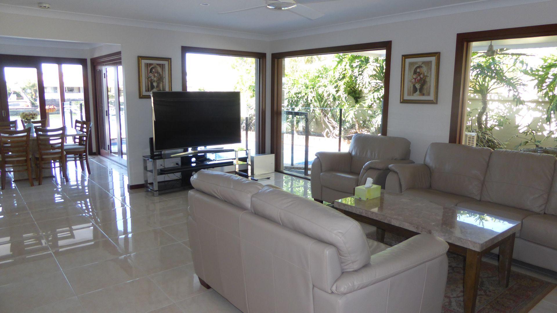 39 limetree pde, Runaway Bay QLD 4216, Image 2