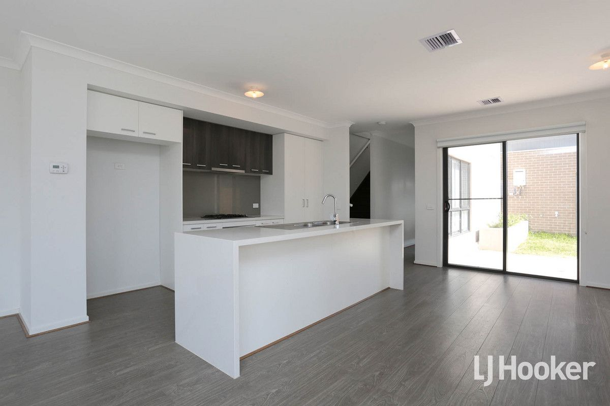 2 Sullivan Walk, Point Cook VIC 3030, Image 2