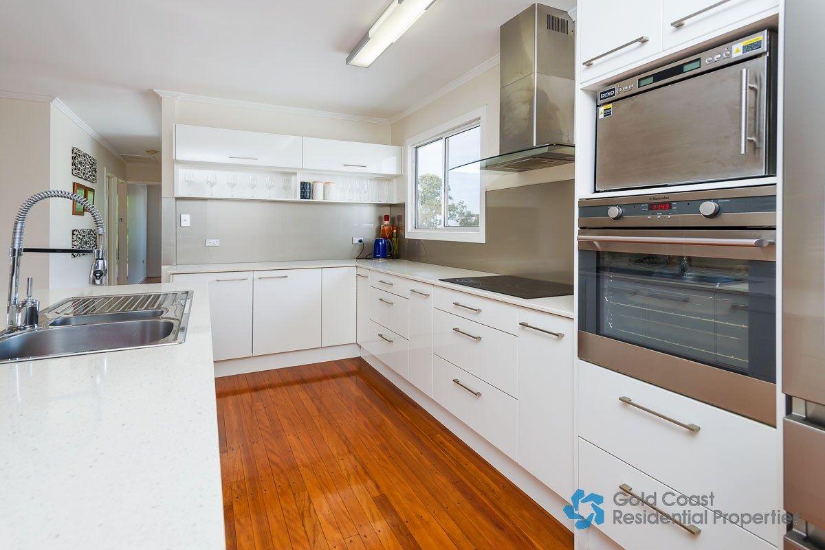13 Sydney Street, Labrador QLD 4215, Image 2