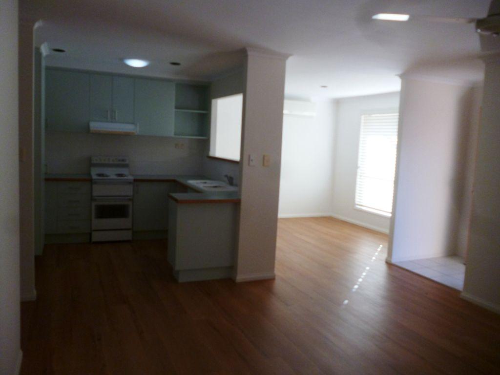 3/174 Cypress Street, Urangan QLD 4655, Image 2