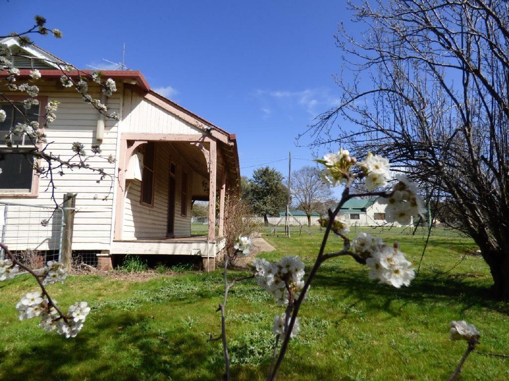 13 Queen Street, Wallendbeen NSW 2588, Image 2