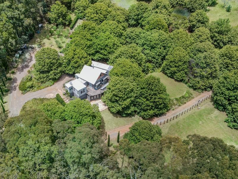 16 Glover Road, Mount Macedon VIC 3441, Image 2