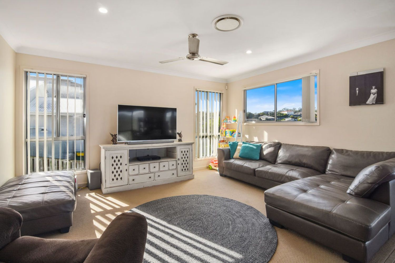 129 Wunburra Circle, Pacific Pines QLD 4211, Image 2